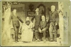 Quadro de família, entre eles Coronel José Antônio Fernandes Vilela e José Fortunato da Silveira Bulcão