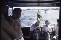 Pessoas em barco