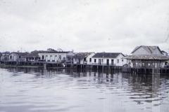 Casas em rio